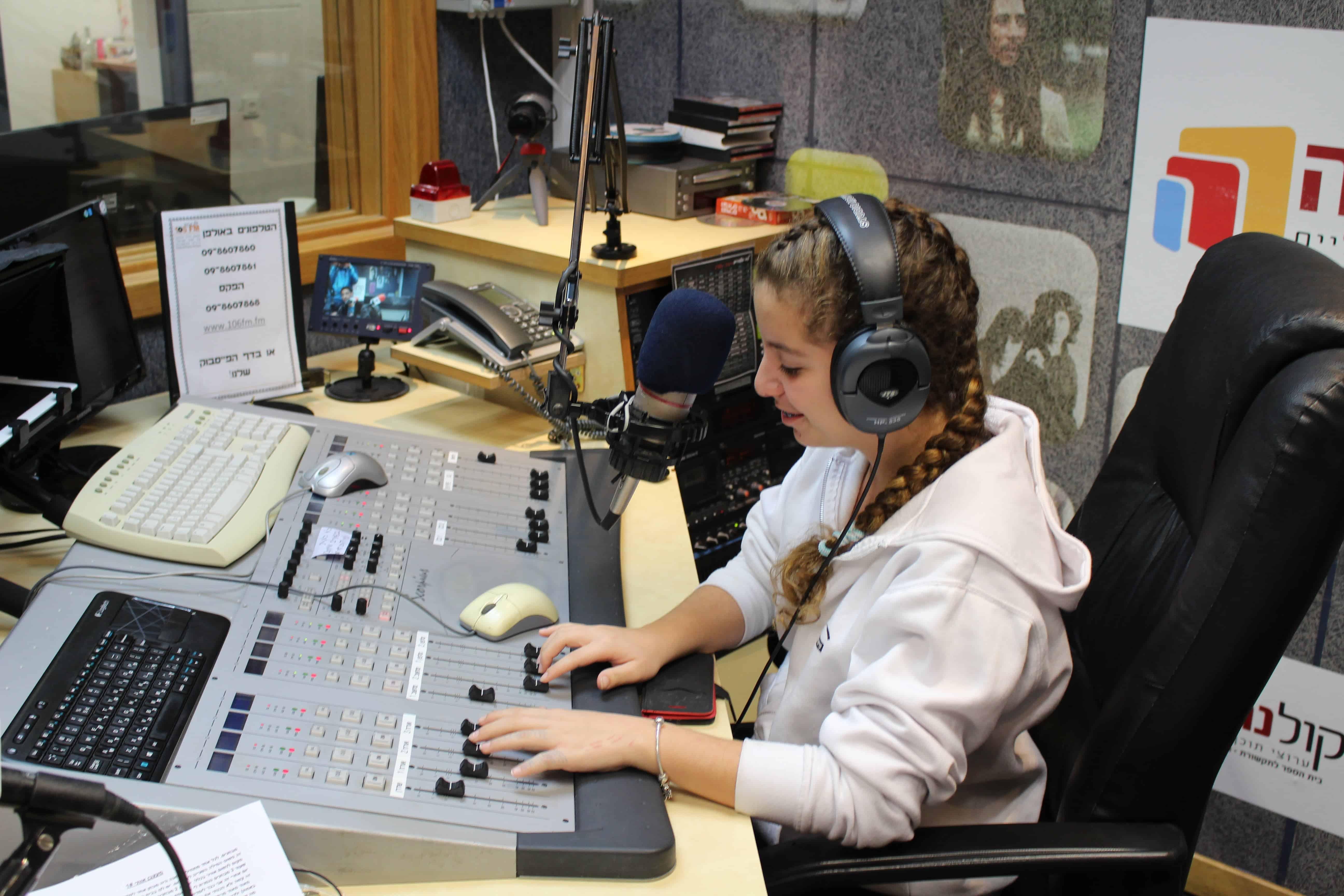 ביקור ברדיו 1-min