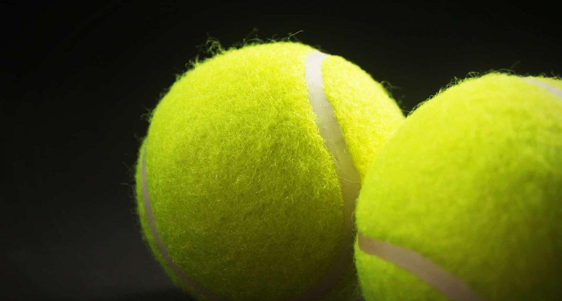 למה קוראים לטניס טניס?